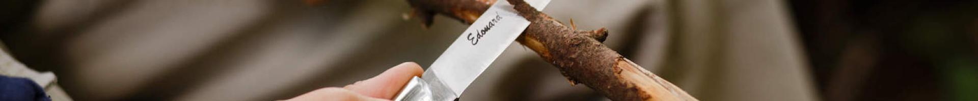 Quels types d'inscriptions peut-on mettre sur la lame d'un couteau ?