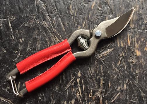 couteau s cateur de jardin 18 cm rev tement des branches en cuir rouge locau. Black Bedroom Furniture Sets. Home Design Ideas